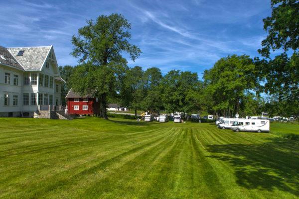 Storsand Gård Camping åpner som leilighetshotell etter fire år med rehabilitering.